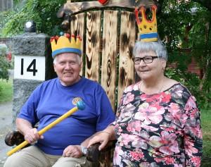 Erkki ja Marja Niemi kuninkaanistuimellaPIENI