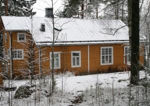 Keltainen talo pieni