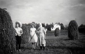 Pirkko Vehma, kuvaaja luultavasti Anna Honkanen Pohjoisen tyttö kylässä, Kuvattu Koljalassa n. 1959-60