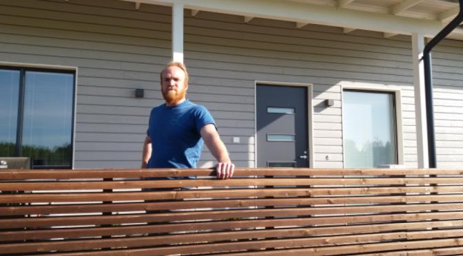 Simo rakensi talon kolmessa kuukaudessa Ilveslinnaan