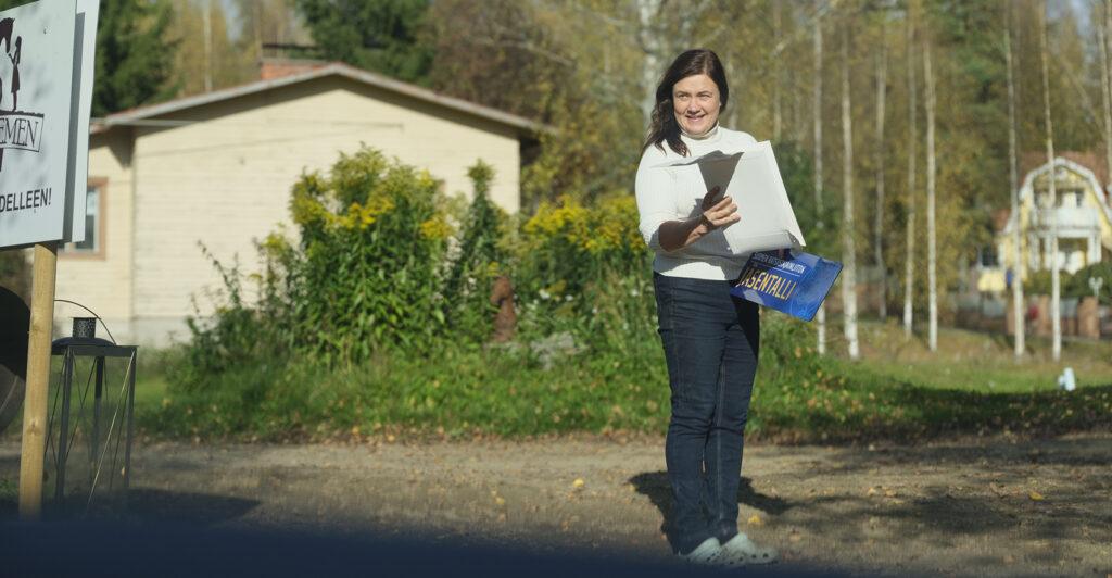 Niina noutaa postia