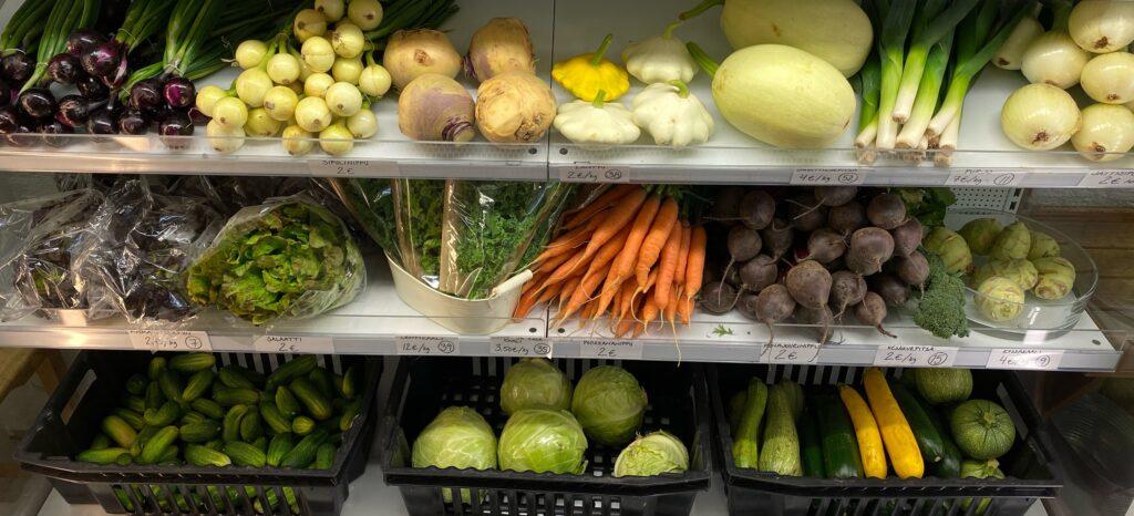 Vihanneksia hyllyssä